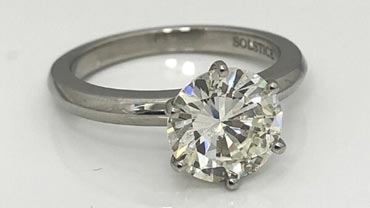 How to Buy Attractive yet Affordable Engagement Rings